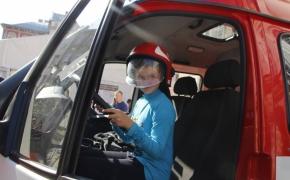 Дітки спробували посидіти за кермом пожежно-рятувальної машини 17.09